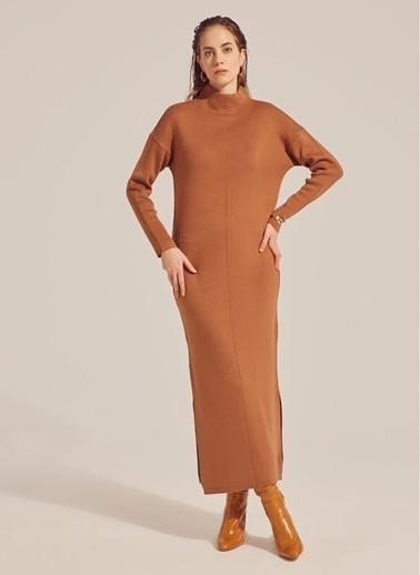 Monamoda Yarım Balıkçı Maxi Boy Triko Elbise Camel